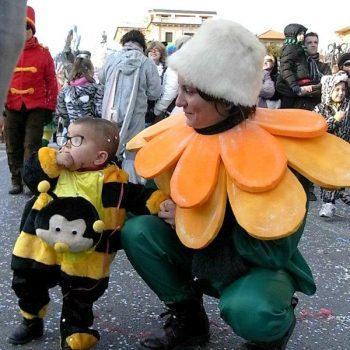 イタリア流カーニバルは大人も子供も全力で仮装!
