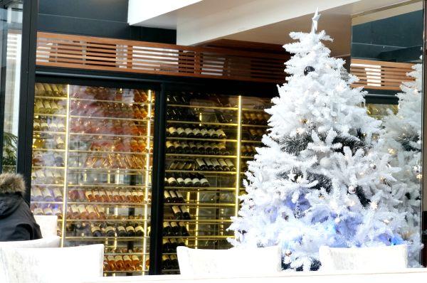 イタリア同様、クリスマスの飾りは年が明けてもしばらくそのままです。イタリアでは通常、1月6日のベファーナという祝日が終わると飾りを外します。