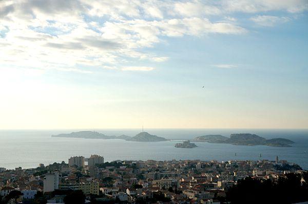 この島は、アレクサンドル・デュマの有名な小説「モンテ・クリスト伯爵」(巌窟王)の舞台として有名なイフ島です。