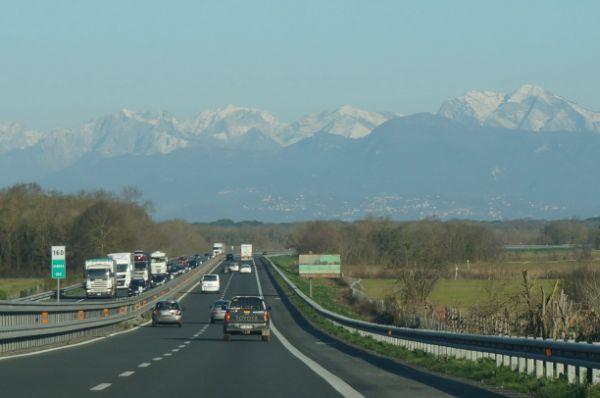 この時はまだイタリア。日本のように年末渋滞はありませんでした。