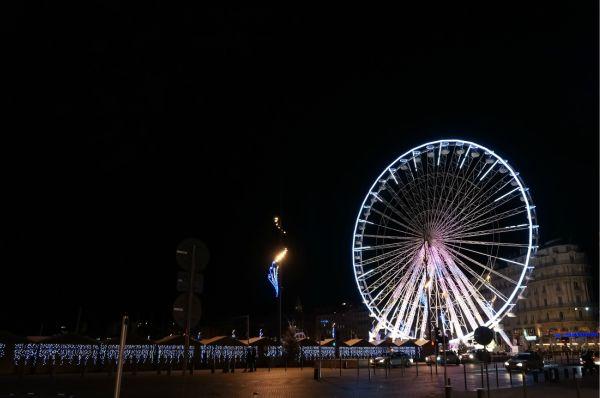 マルセイユの港もライトアップされて綺麗です。