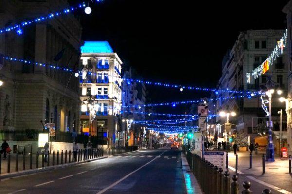 クリスマスイルミネーションはシンプル。街が美しいので、このくらいのライトアップの方が美しさが引き立つ気がします。