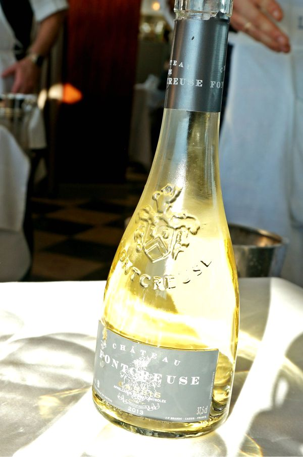 ワインは、マルセイユのお隣のCasisのワイン。