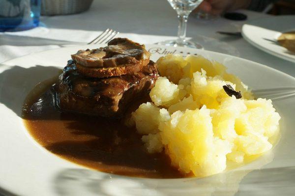 こちらはお肉にまたまたフォアグラがのった一品。