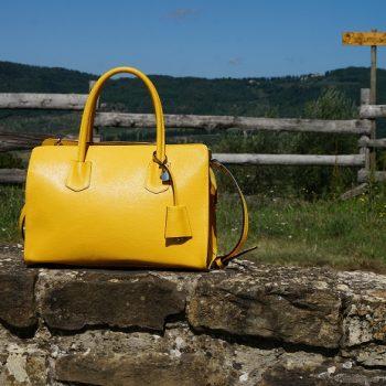 イタリアの革バッグ職人に教えてもらった、日常にあるものでできる革汚れの落とし方