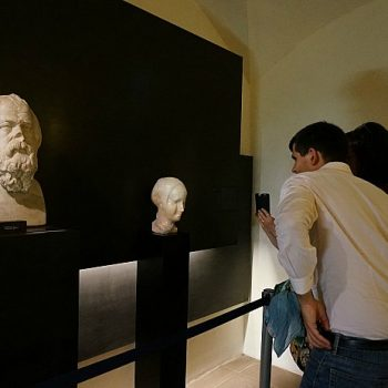 「痛みが美しさに変わるところ」フィレンツェでイラク人の彫刻展
