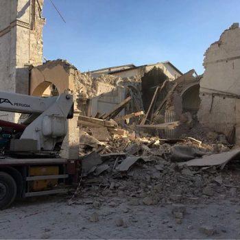 Norcia(ノルチャ)でM6.6の地震被害、教会崩壊