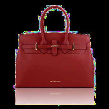 イタリア製スムースレザーのエレガントなハンドバッグ