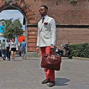 フィレンツェのピッティで撮影、バッグコーデ(メンズ)