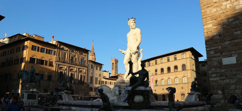フィレンツェのシニョリーア広場にあるネプチューン像