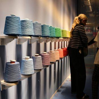 「PITTI FILATI(ピッティ・フィラーティ)」世界中のファッションを魅了するイタリア製の糸&ニットの展示会 / SHOP ITALIA コラム
