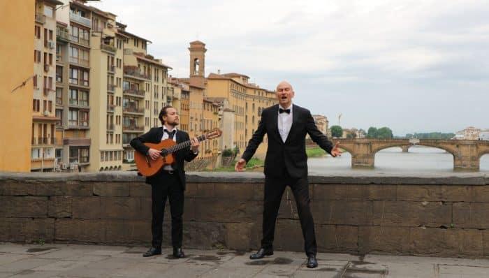 「ルネサンス=再生」に向かって。ロックダウン緩和の18日、オペラ歌手がフィレンツェで歌声を披露