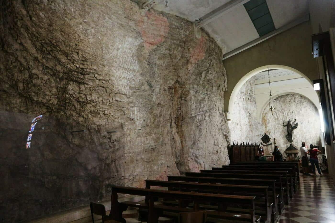 12コロナ教会_イタリアの断崖絶壁に建設された神秘的な世界
