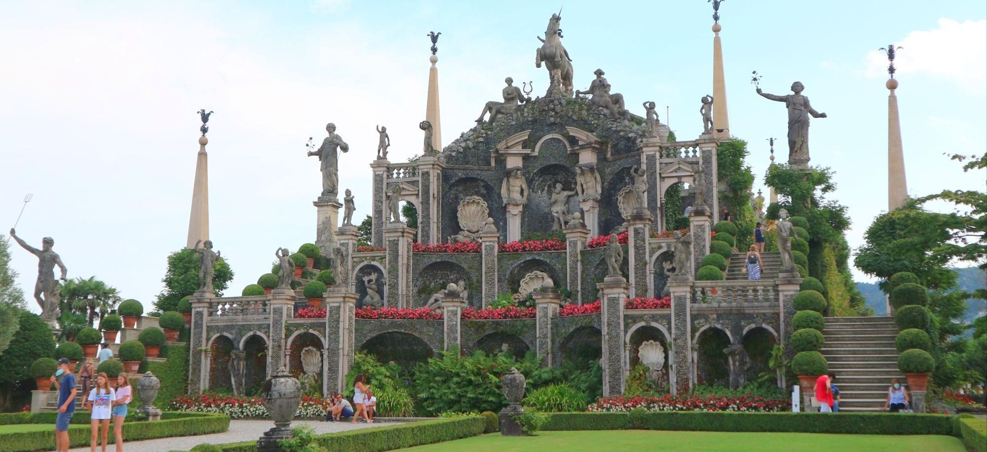 名前の通り美しい島、イタリアのベッラ島とボッロメオ宮殿