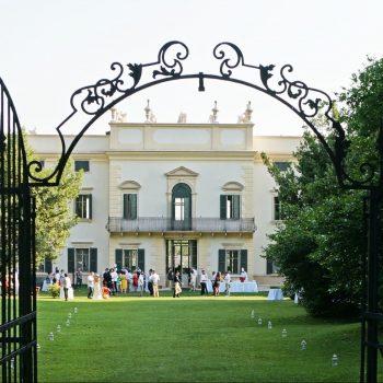 夢の世界・・イタリアの豪華ヴィッラでの結婚パーティーに招待されて